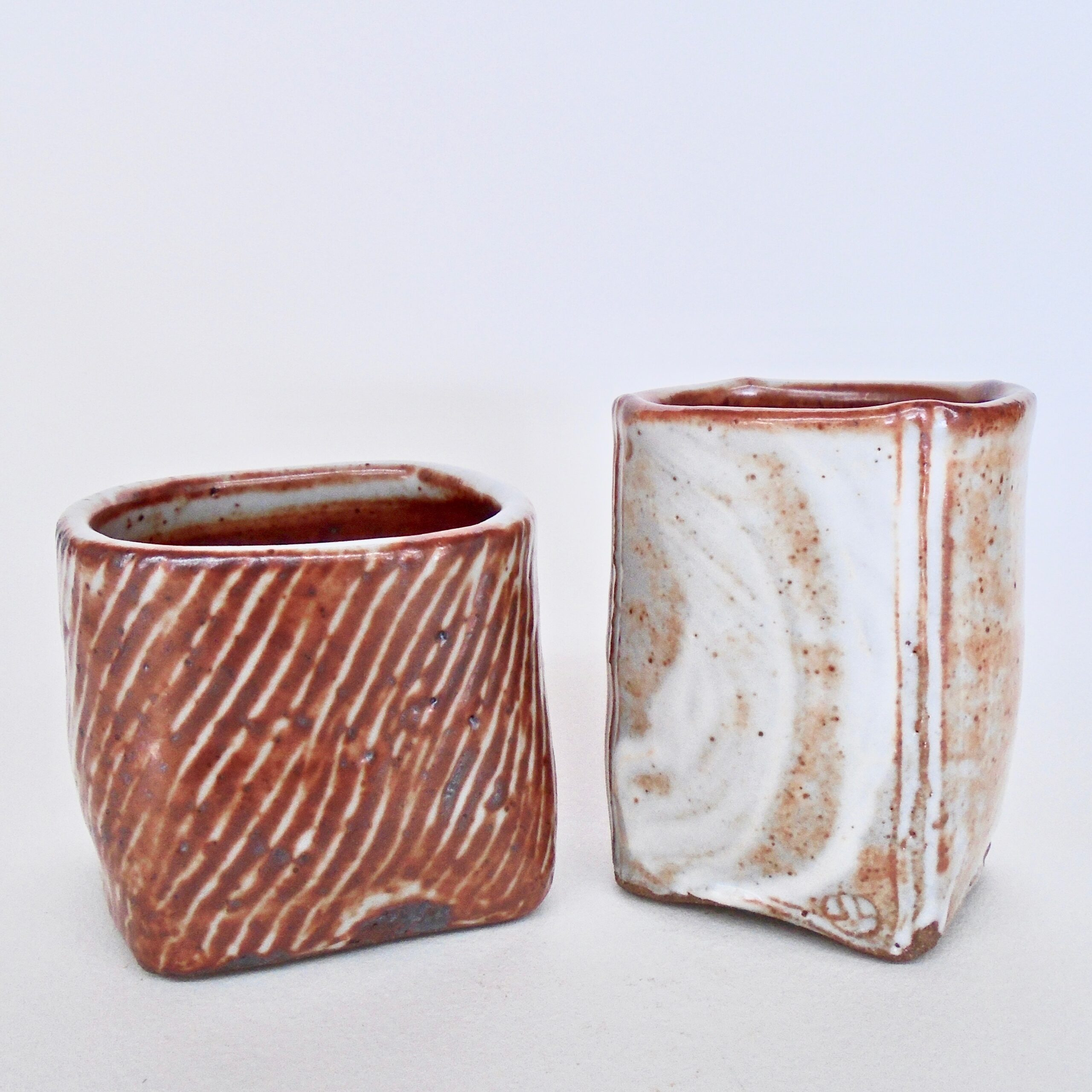 JL463: Set of 2 Shino Cup/ Vases